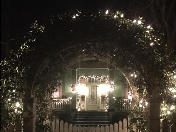 Victorian Candlelit Christmas in the Oaks