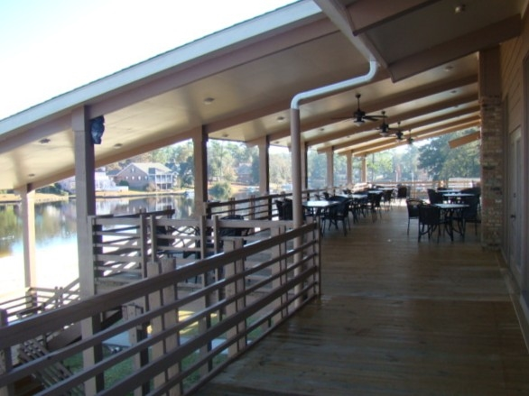 This lovely covered deck overlooking the lake is great for evening gatherings or holidays