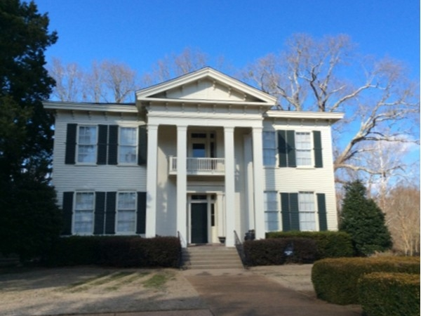 On your next trip to Oxford you must drive by the Cedar Oaks Mansion built in 1859